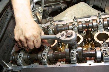 mechanic make engine repairs in Takanini